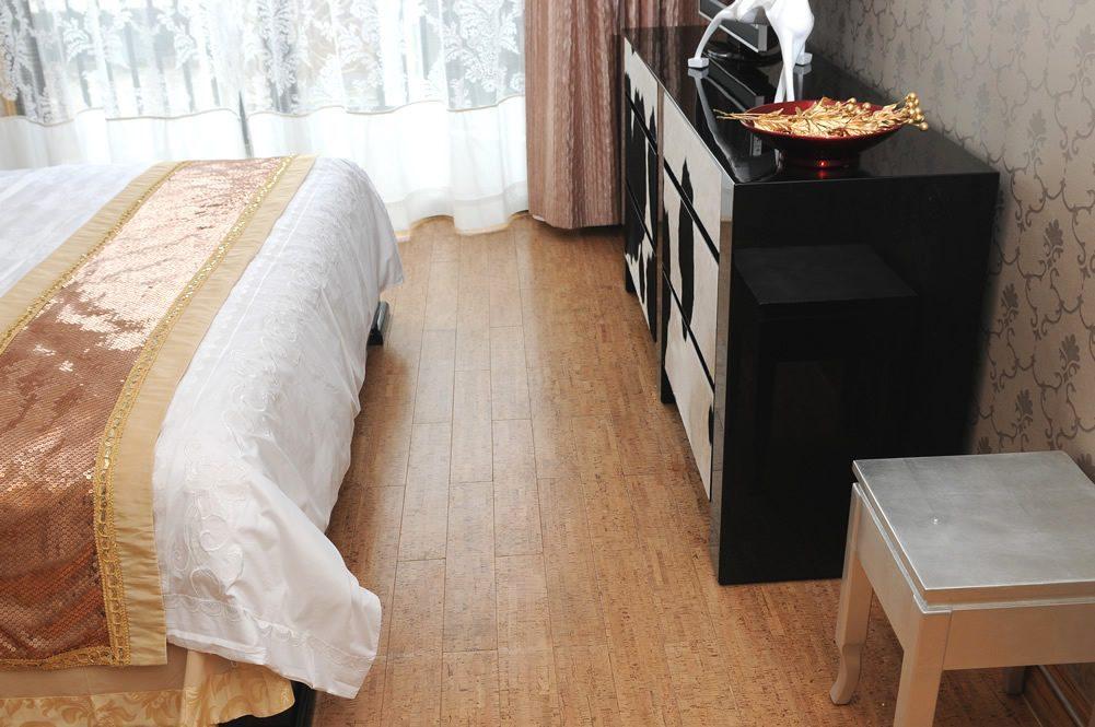 Silver Birch Beveled Edge 5 Inch Planks 10sf Box Cancork