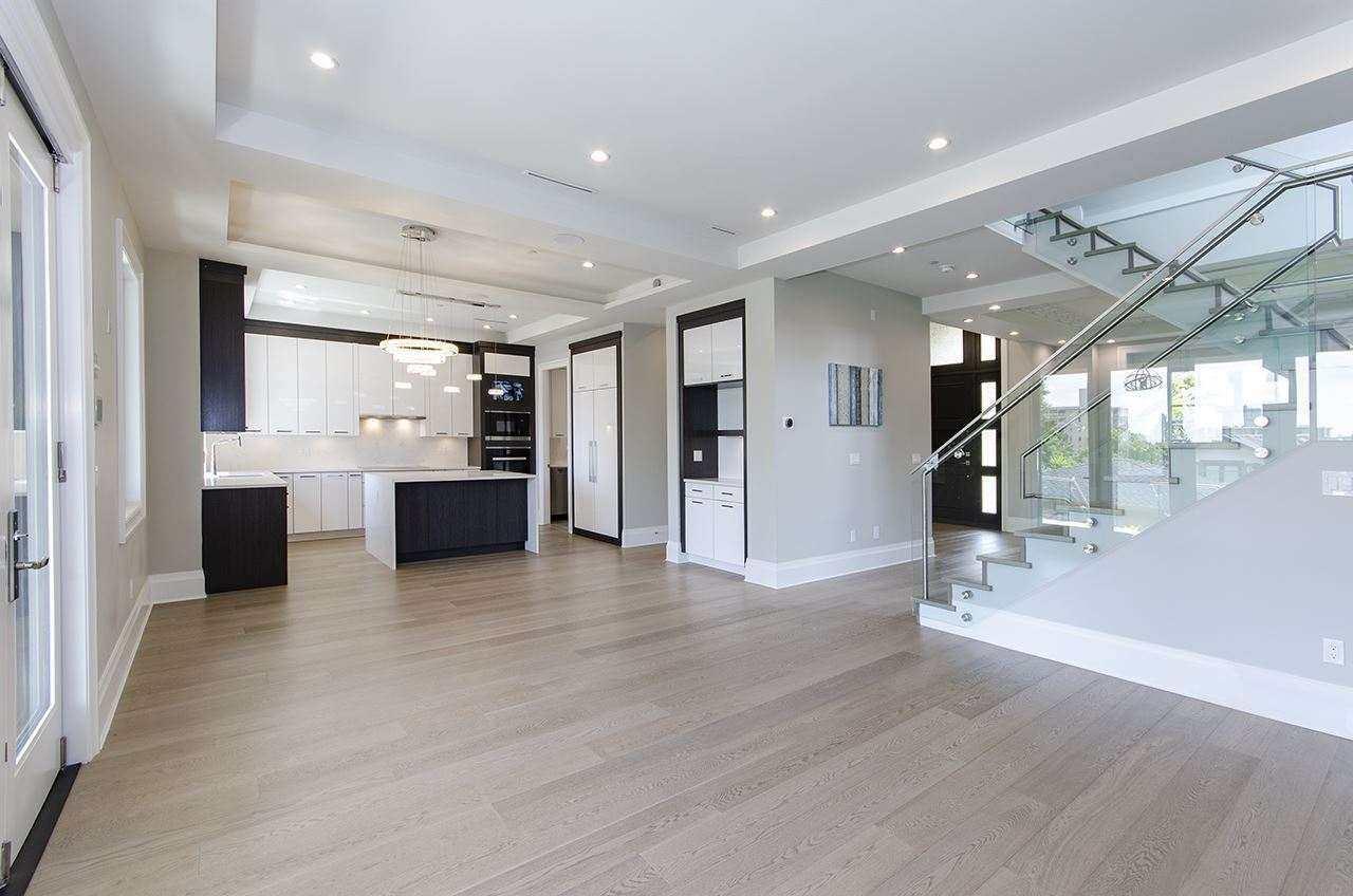 https://www.cancork.com/wp-content/uploads/sky-engineered-white-oak-hardwood-flooring-kitchen.jpg